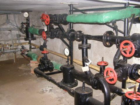 Элеваторный узел сврезками горячего водоснабжения