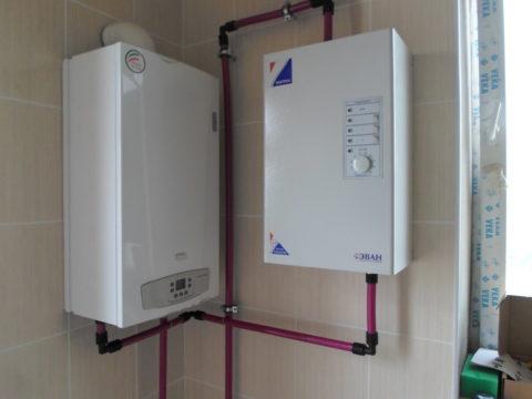 Комбинированноеводоснабжение иотопление для дачи: занагрев воды отвечают газовый иэлектрический котел