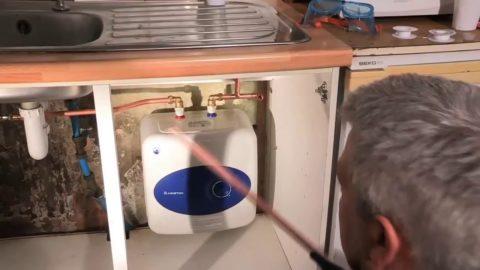 Компактный бойлер обеспечивает мойку горячей водой