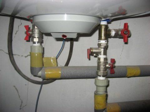 Обвязка бойлера включает предохранительный клапан