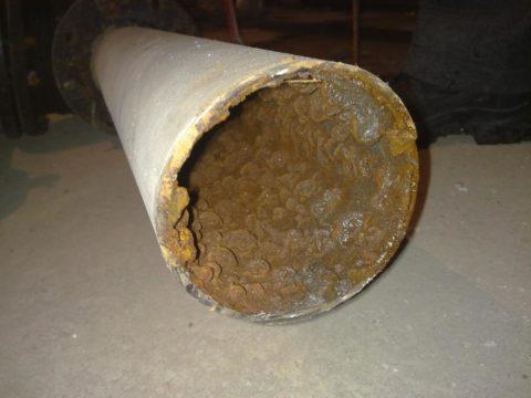Отложения на стенках стальных водопроводов приводили к постепенному падению напора воды