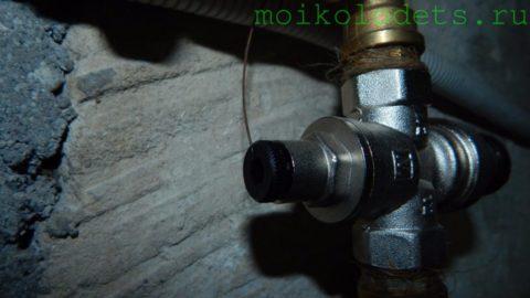 Редуктор давления на вводе воды в дом