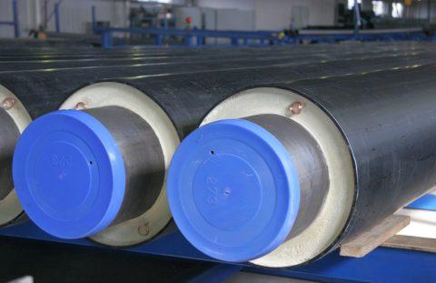 Один из способов защиты: стальная труба помещена в полиэтиленовую оболочку с теплоизоляцией и греющим кабелем