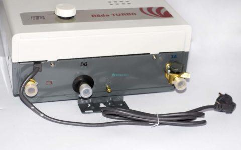 Патрубки для подключения газовой колонки к воде и газу