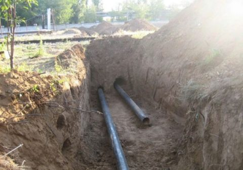 Прокладка участка водосети под железной дорогой
