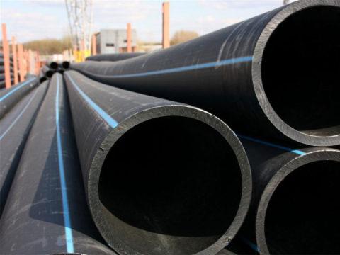 Трубы для воды — черные с синими полосами