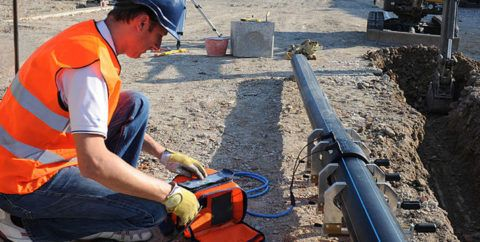 Электромуфтовое соединение водопровода из ПНД