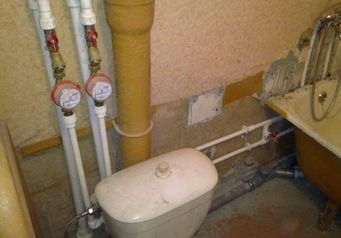 Как рассчитать водоснабжение по счётчикам, если они есть не во всех квартирах