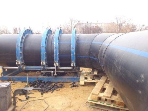 При большом диаметре трубопровода за центровку и сжатие отвечает гидравлика
