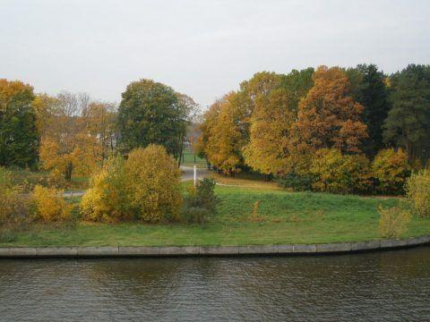 Прибрежные территории канала являются первым поясом охранной зоны