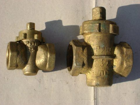 Пробковый кран нормально работает при любом направлении потока воды