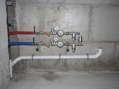Редукторы нормализуют давление воды на нижних этажах высоток