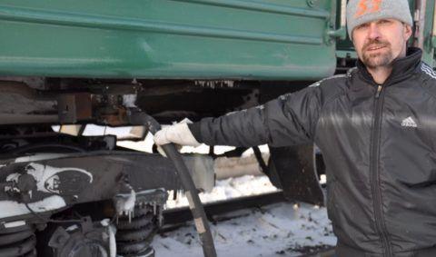 Система холодного водоснабжения пассажирских вагонов: подача воды в систему происходит под давлением в 10 атмосфер