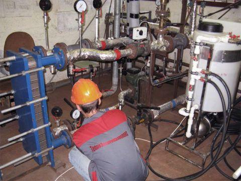 Водо-водяной теплообменник в тепловом пункте жилого дома