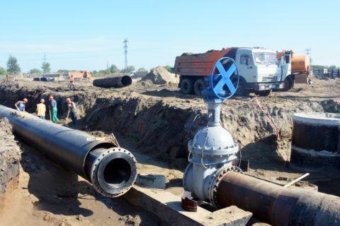 Водопроводные трубы в защитном футляре