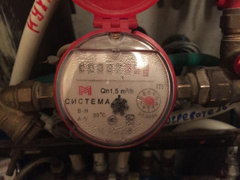 Большинство потребителей платят по счетчикам горячей воды