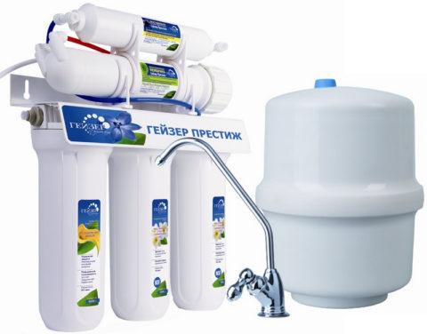 Установка для доочистки питьевой воды монтируется под мойкой на кухне