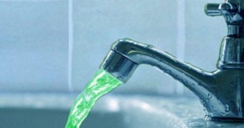 Вода, потекшая из крана при нарушении герметичности теплообменника, будет зеленой