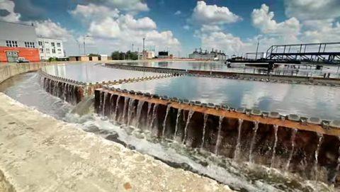 Предприятия, расположенные на берегу водоема, воду для производственных нужд берут прямо из него