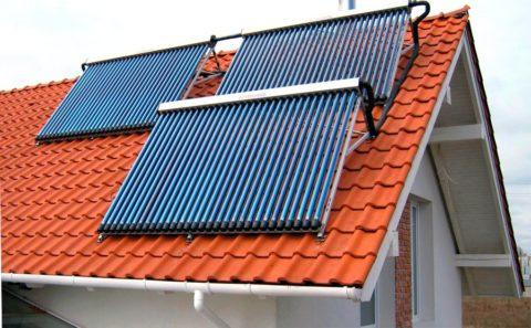 Солнечные коллекторы на крыше – только часть сложной системы отопления