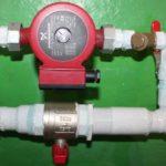Запорная арматура на входе и выходе необходима для ремонта и замены насоса