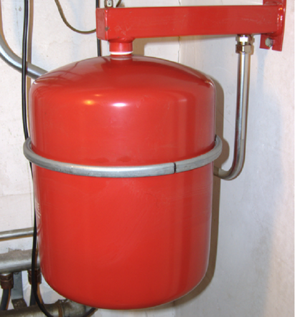 Ресивер или гидроаккумулятор, поддерживающий в системе высокое давление