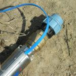 Такой насос устанавливается в стволе скважины и погружается в толщу воды
