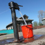 Водоснабжение децентрализованное: вода из уличной колонки