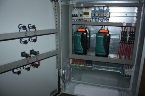 Шкаф управления 2 насосами водоснабжения поочередно включает их в работу, предотвращая износ