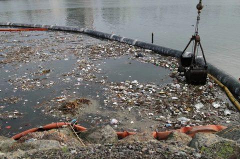 Очистка водного источника от плавающих предметов