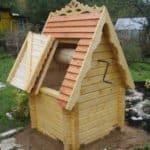 Домик из бруса, крыша из доски